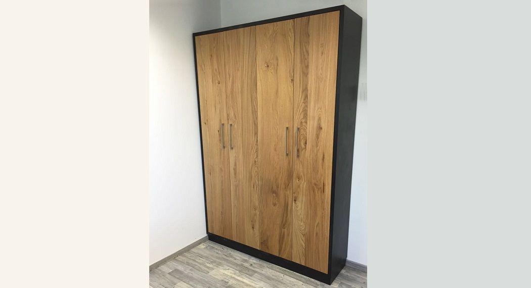 ארון עם דלתות פורניר