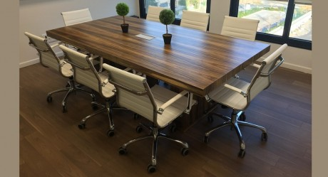 שולחן ישיבות דגם ביג בלוק רגלי פורניר